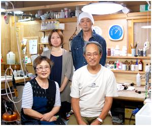 山形県酒田市にある創業80 余年の中谷しみ抜き店は、染み抜き・湯通し・紋入れ・洗張り等着物のお手入れ専門店です。